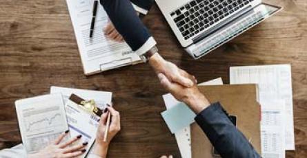Quelles compétences requises pour travailler dans la banque et relations entreprises ?