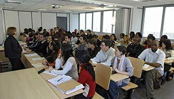 Quelles matières sont au programme de la formation au DCG ?